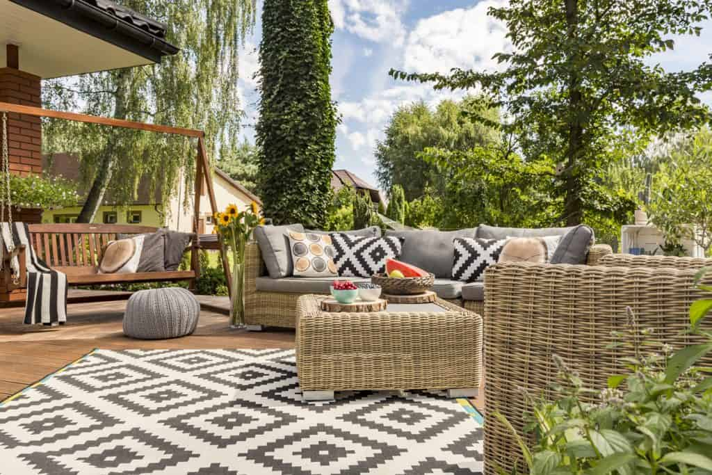 relaxed garden living